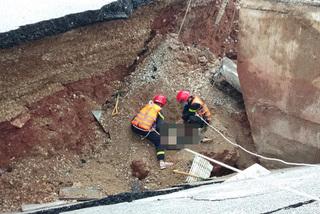 Bão đổ bộ gây sạt lở đường, 2 vợ chồng tử vong ở Thanh Hóa