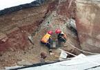 Bão đổ bộ gây sạt lở đường, 2 người chết ở Thanh Hóa