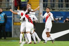 Vùi dập Chile, Peru hùng dũng vào chung kết Copa America