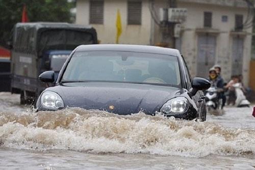 Kinh nghiệm lái xe ngày mưa bão,bảo dưỡng ô tô