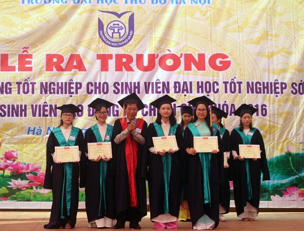Nhiều sinh viên trường ĐH Thủ đô Hà Nội được tốt nghiệp sớm