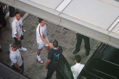 Ronaldo gây náo loạn ở Singapore