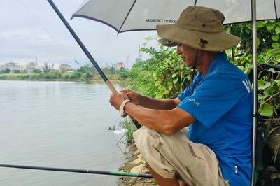 Giữa hồ rộng 7 ha, đàn ông Sài Gòn say sưa bắt cá