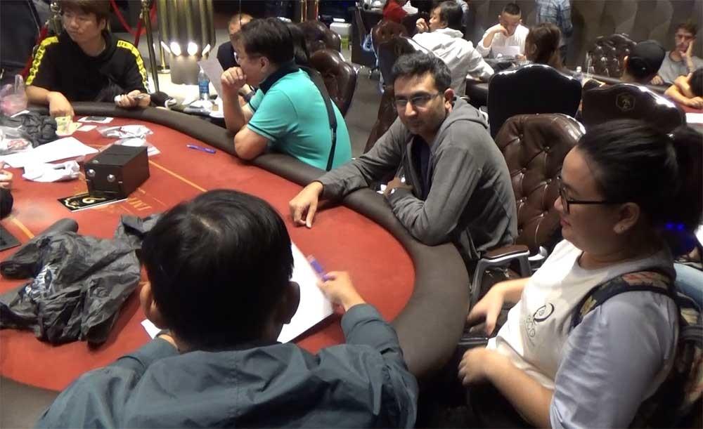 Phá sòng Poker cực lớn ở khu nhà giàu Sài Gòn