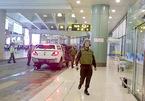 Tài xế taxi rút dao dọa nhân viên an ninh sân bay Nội Bài