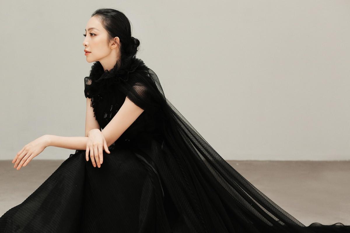 'Chim công làng múa' Linh Nga hút hồn với vẻ đẹp Á đông