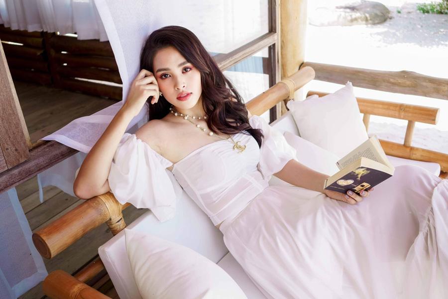 Hoa hậu Tiểu Vy đẹp thuần khiết ở tuổi 19