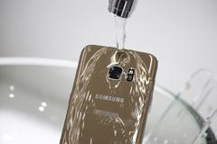 Samsung bị kiện ở Australia vì quảng cáo điện thoại Galaxy chống nước