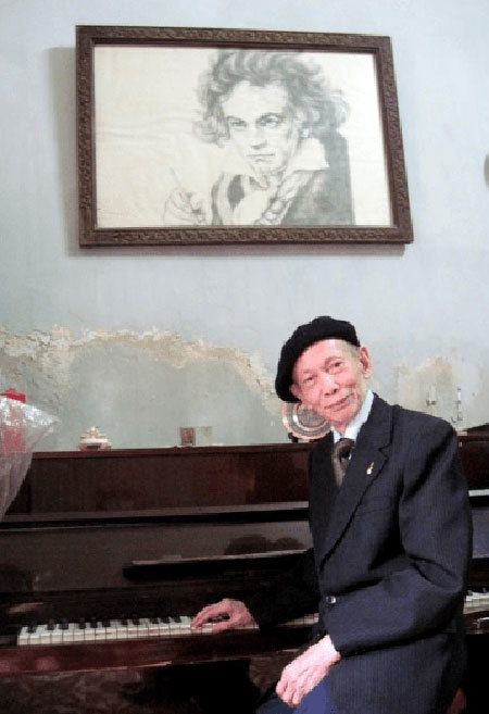 FVH hosts talk at home with 'Beethoven of Viet Nam'