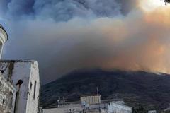 Núi lửa phun trào dữ dội trên đảo Italia