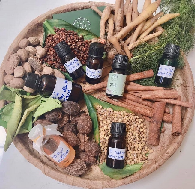 Vietnamese woman creates 70 types of essential oil from agricultural by-products
