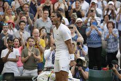 """Nadal đoạt vé vòng 3 sau màn kịch chiến với """"Cậu bé hư"""""""