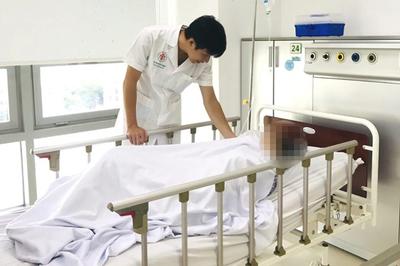 Luyện giáo phái lạ chữa bệnh, người phụ nữ Hà Nội phải nhập viện cấp cứu