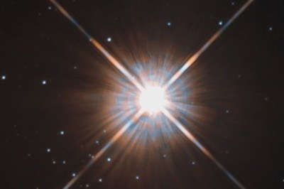 Phát hiện ngôi sao bất ngờ sáng gấp 600.000 lần Mặt trời