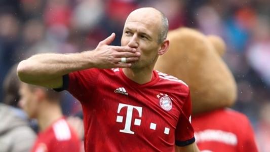 Robben bất lực tuyên bố giải nghệ