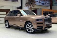 Rolls Royce Cullinan xuất hiện ấn tượng với màu ngoại thất Petra Gold