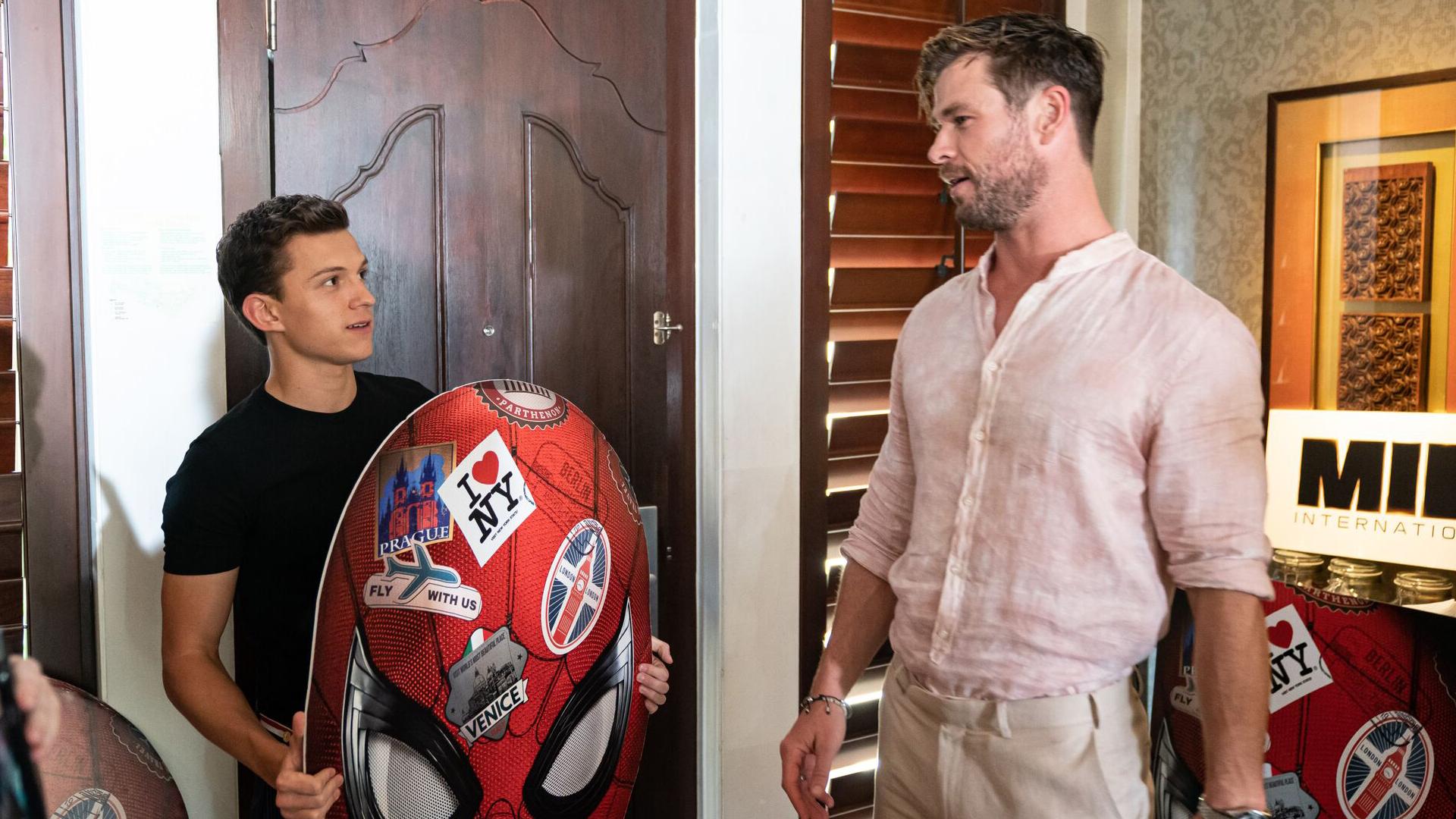 Màn đối đáp 'lầy lội' không có trên phim của Thor và Người nhện