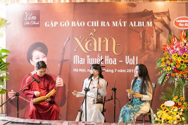 Singer makes debut album of xam music