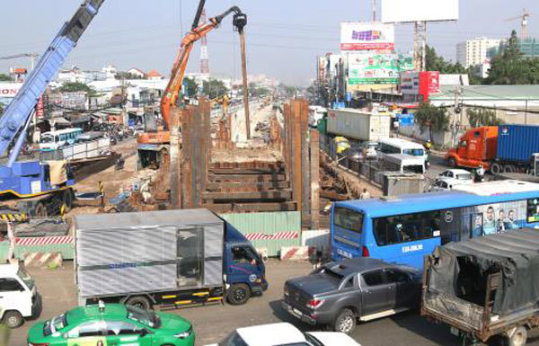 HCM City to revoke licences for construction projects behind schedule
