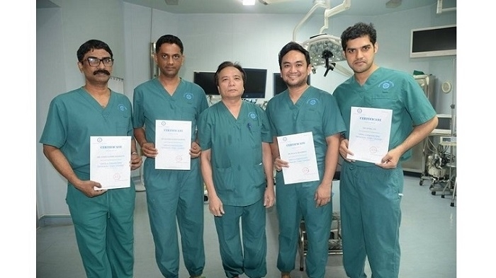 Dr. Luong thyroid laparoscopy technique honoured with Vietnam record
