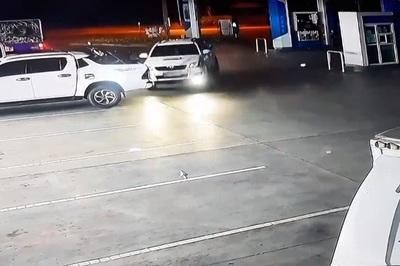 Rời trạm xăng, xe điên đâm 3 xe liên tiếp