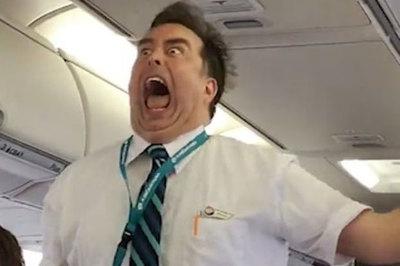 Màn trình diễn 'độc nhất vô nhị' của tiếp viên hàng không trên máy bay
