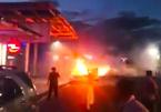 Xế hộp bốc cháy nghi ngút ở sân bay Đà Nẵng