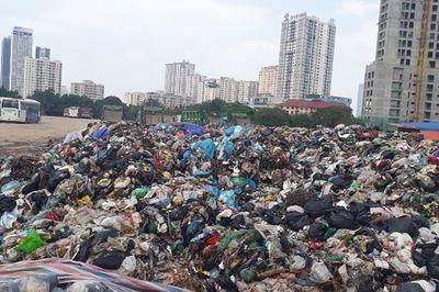 Chung cư Hà Nội, cả ngàn hộ đóng bao om rác trong nhà