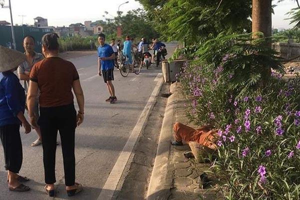 Bị ô tô đâm, nữ lao công Hà Nội kịp ghi trên gạch biển số xe rồi mất