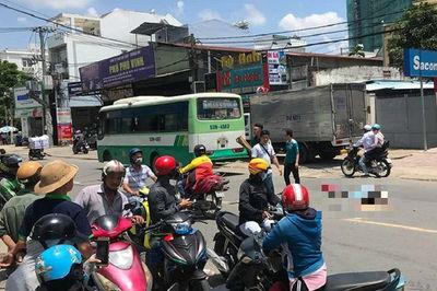 Va chạm với xe buýt, cô gái chạy SH ở Sài Gòn chết thảm