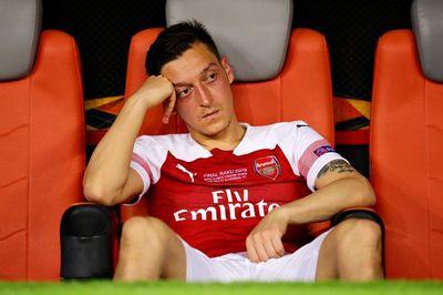 """Arsenal sắp tống khứ """"cục nợ"""" Mesut Ozil"""