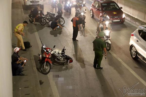 2 xe máy đâm nhau trong hầm Kim Liên, người đàn ông bị thương nặng