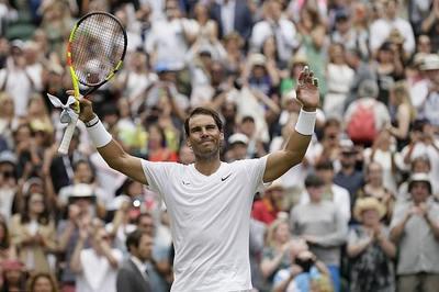 """""""Thổi bay"""" Tsonga, Nadal vào vòng 4 Wimbledon"""