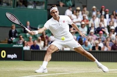 """Federer vào vòng 4 Wimbledon sau loạt """"penalty"""" nghẹt thở"""