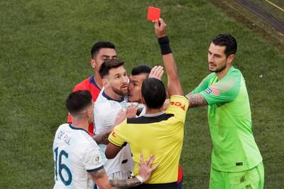 Messi bị thẻ đỏ, Argentina đoạt hạng Ba Copa America