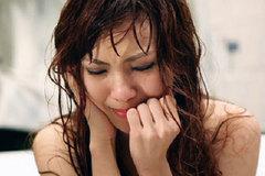 Sau giây phút cuồng nhiệt đêm tân hôn, nhìn thấy lọ thuốc đó tôi hoảng hồn khóc nghẹn