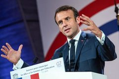 Pháp vừa đấm, vừa xoa Iran