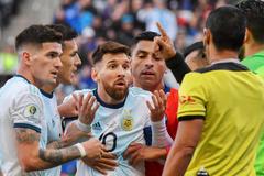 """Messi bức xúc tung hê hết """"trò hề"""" ở Copa America"""