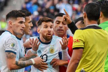 Messi bị cấm thi đấu 3 tháng vì vạ miệng