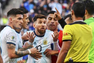 Argentina bạc nhược, Messi chiêu trò thành người hùng