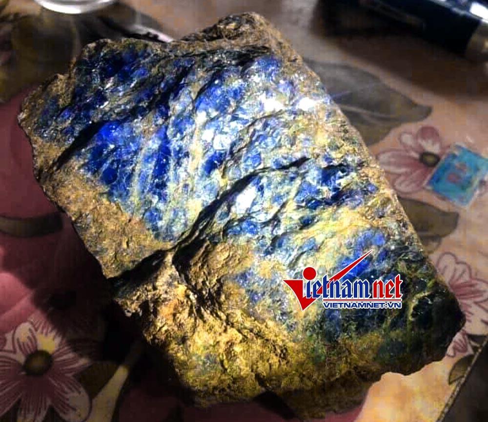 Hé lộ 'viên đá quý bằng ngón tay giá tiền tỷ' ở Yên Bái ngàn người khao khát