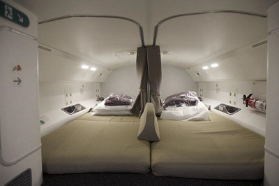 Phi công và tiếp viên hàng không ngủ ở đâu trên máy bay?