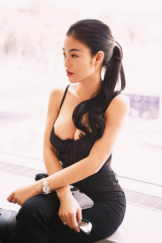 Hậu ly hôn, vợ cũ Phan Thanh Bình, MC Quỳnh Chi 'lột xác' nóng bỏng
