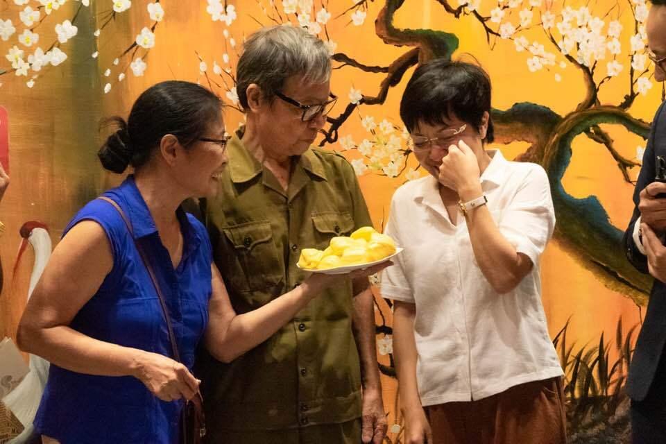 MC Thảo Vân khóc nức nở khi được bố mẹ Công Lý đến thăm sau khi ly hôn