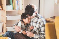 Làm thế nào để dạy con quan tâm đến người khác?