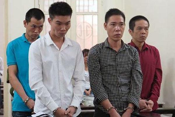 Đột nhập nhà ga đường sắt trên cao, nhóm nghiện dắt nhau vào tù