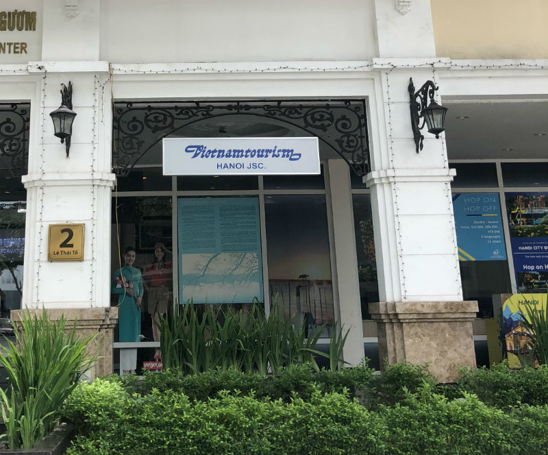Trung tâm văn hoá Hồ Gươm biến mình thành quán cafe, bán vé máy bay