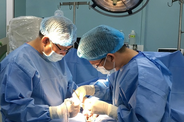 Thanh niên 19 tuổi bị ung thư tinh hoàn, bác sĩ khuyên cấp trữ tinh trùng gấp