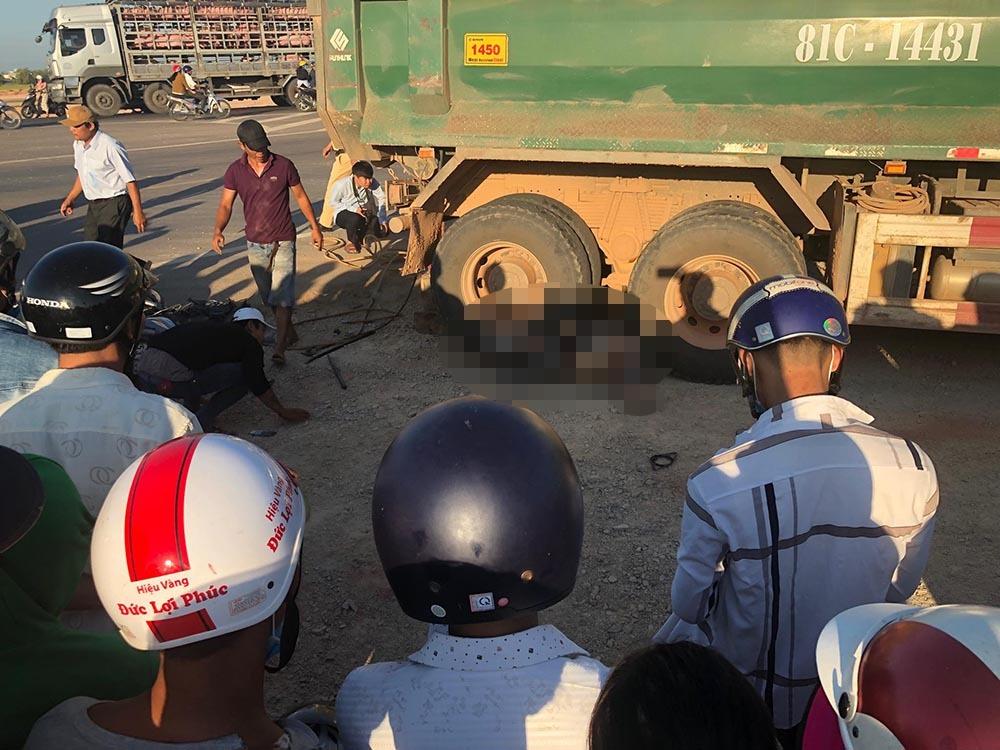 2 thanh thiếu niên chết thảm dưới bánh xe tải chở cát ở Bình Định
