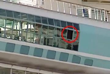 Ông trượt chân, làm rơi cháu gái khỏi cửa sổ du thuyền
